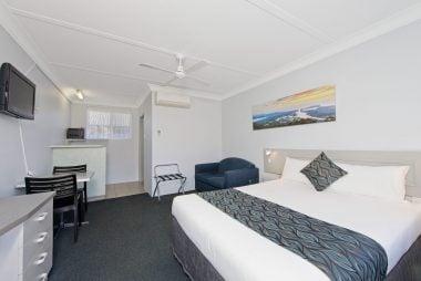 queen bedroom interior design